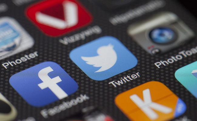 Why Facebook Users Are Tweeting To Vent Frustration