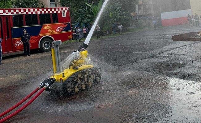 मुंबई में अब रोबोट बुझाएगा आग, संकरे और छोटे स्थानों पर भी घुस जाएगा