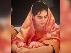Priyanka Gandhi Joins #SareeTwitter With Throwback Pic