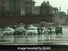 Delhi Rain: दिल्ली में रातभर चली तेज हवाओं और बारिश से लोगों को मिली गर्मी से राहत, आज भी छाए रहेंगे बादल