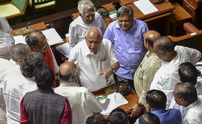 Karnataka Political Crisis Updates: सरकार बनाने के लिए जल्दबाजी में नहीं BJP, सुप्रीम कोर्ट के फैसले का करेगी इंतजार- सूत्र