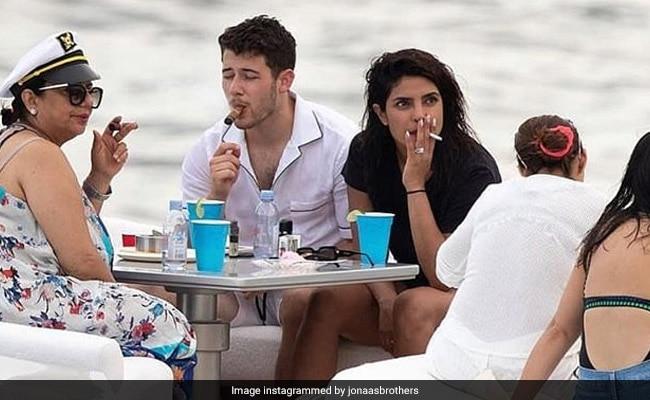 प्रियंका चोपड़ा सिगरेट पीने पर हुईं ट्रोल तो बहन परिणीति चोपड़ा का यूं आया रिएक्शन