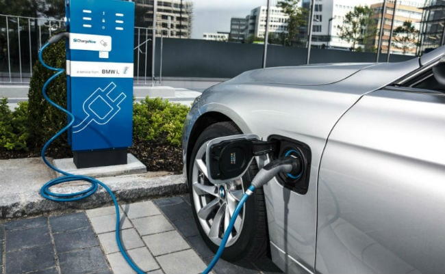 EESL Plans To Install 2000 Electric Vehicle Charging Facilities Across India By 2021