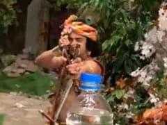 'राधा कृष्ण' के कान्हा ने गुलेल से कुछ ऐसे उड़ाया बोतल का ढक्कन, बार-बार देखा जा रहा VIDEO