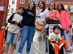 Kareena, Karisma And Nearly Full House In This Kapoor Pic. Don't Miss Taimur's Chill