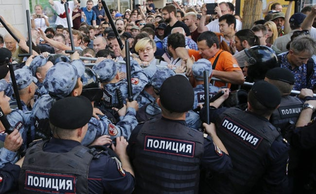 Thousands Out On Moscow Streets To Seek 'Free Elections', Many Arrested
