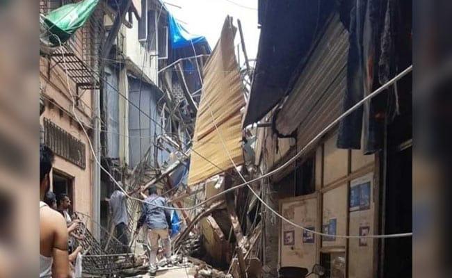 मुंबई में गिरी दशकों पुरानी इमारत: 14 लोगों की मौत, कई लोगों के फंसे होने की आशंका