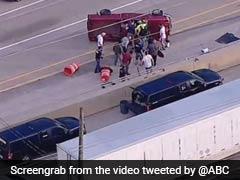 फिल्मी स्टाइल में पलटी कार, ड्राइवर को बचाने के लिए लोगों ने किया ऐसा, देखें VIDEO