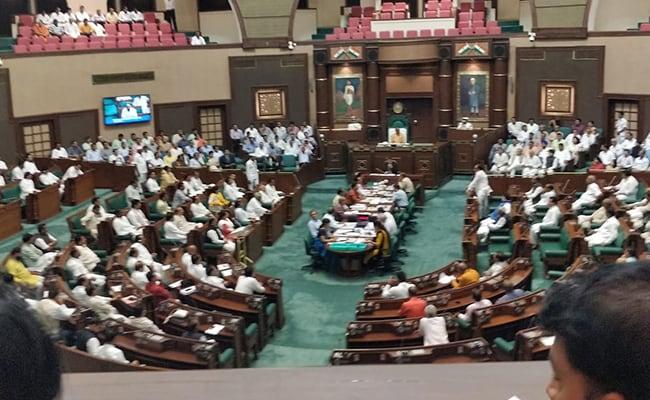 2 विधायकों के टूटने से बीजेपी सन्न : प्रदेश अध्यक्ष दिल्ली पहुंचे, कमलनाथ सरकार के मंत्री ने कहा- अभी तो शुरुआत है