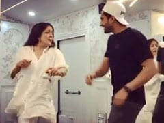 Neena Gupta Sings <i>Nikle Current</i> Like A Boss With Jassi Gill In Viral Video