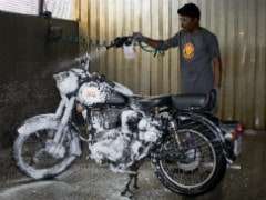 Royal Enfield Adopts Dry Washing Technique In Chennai Amidst Ongoing Water Crisis