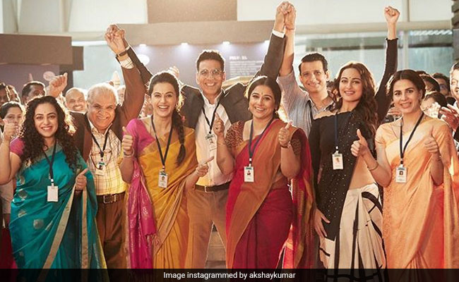 Akshay Kumar Celebrates Mission Mangal's Women Scientists In Pic With Vidya Balan, Taapsee Pannu And Sonakshi Sinha