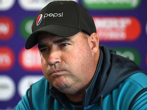 वर्ल्डकप में पाकिस्तान टीम के खराब प्रदर्शन की कोच मिकी ऑर्थर पर गिरी गाज..