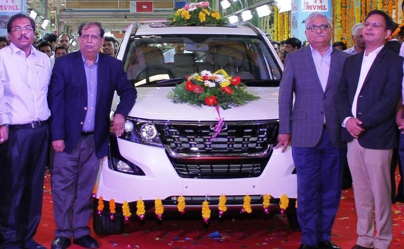 Rajan Wadhera, President, Automotive Sector & Vijay Kalra, Chief of Manufacturing at the Chakan roll out.