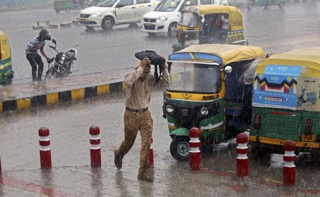 Weather Updates: दिल्ली-एनसीआर में उमस भरी सुबह, इन राज्यों में बारिश का अलर्ट जारी