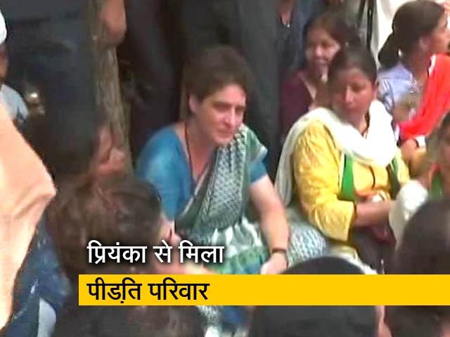 Videos : सोनभद्र हत्याकांड: पीड़ितों के परिजनों से प्रियंका गांधी ने की मुलाकात