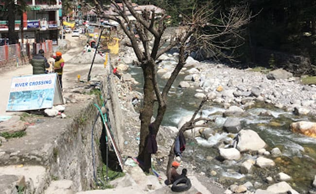 Haryana Man Falls Into Beas River In Manali While Clicking Selfie