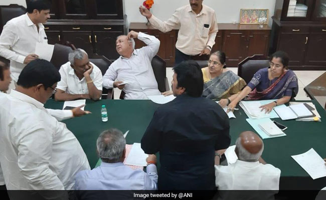 11 Karnataka Coalition Lawmakers Resign, Government In Crisis: Highlights
