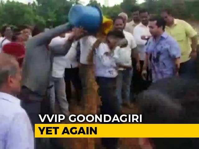 Video : On Camera, Congress's Nitesh Rane Leads 'Mud' Attack On Engineer