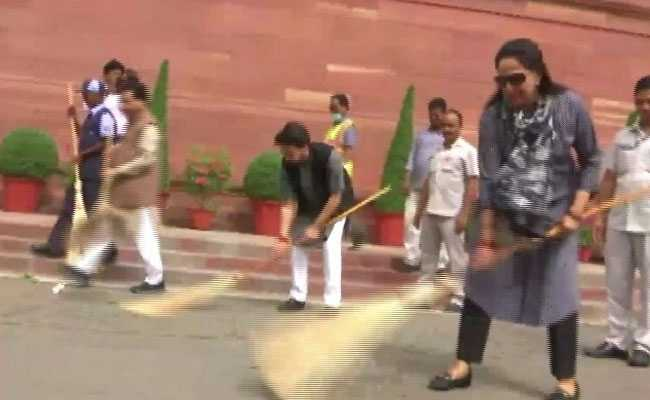 Watch Broom In Hand Hema Malini Joins Cleanliness Drive At Parliament