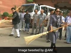 Dharmendra Trolls Hema Malini's Sweeping At Parliament, Wins Over Twitter