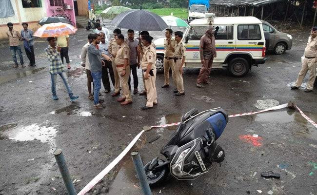 कल्याण में बीच सड़क पर महिला की चाकू से गोदकर हत्या, CCTV में कैद हुई वारदात