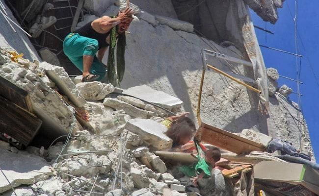 सीरिया में विद्रोहियों के गढ़ में हवाई हमले में बच्चों समेत 13 लोगों की मौत