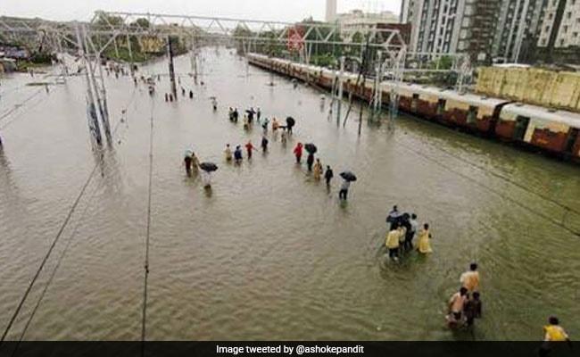 बारिश में मुंबई की हालत देख बॉलीवुड प्रोड्यूसर को आया गुस्सा, बोले- विकास नहीं शर्मनाक है...