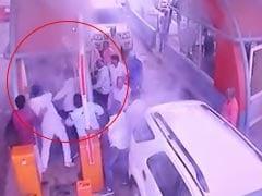 BJP नेताओं की गुंडागर्दी: टोल टैक्स मांगने पर कर्मचारी को जमकर पीटा, CCTV में कैद पूरा मंजर