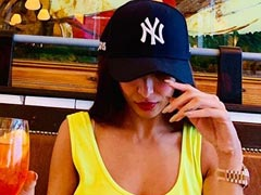'Who Wore The Neon Better?': Arjun Kapoor, Are You Really Competing With Malaika Arora?