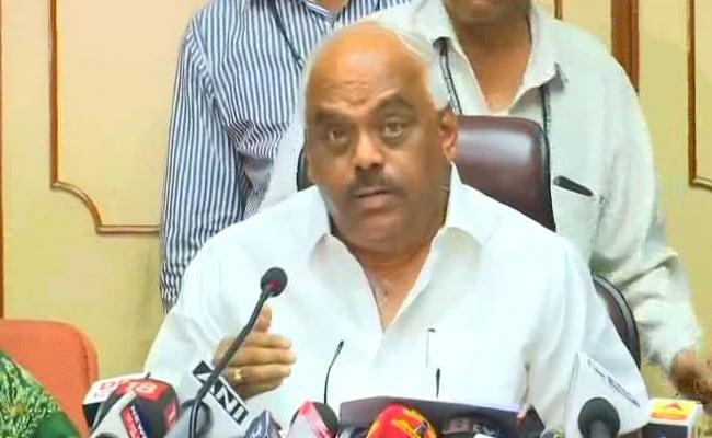 कुमारस्वामी सरकार से समर्थन वापस लेने वाले तीन बागी विधायकों को स्पीकर रमेश कुमार ने अयोग्य घोषित किया
