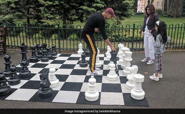 Game Over. Twinkle Khanna Plays Chess With Khiladiyon Ka Khiladi Akshay Kumar And...
