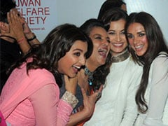 Dear Manish Malhotra, We Also Want To Know Why You Are Holding Your Head In Shabana Azmi's Pic