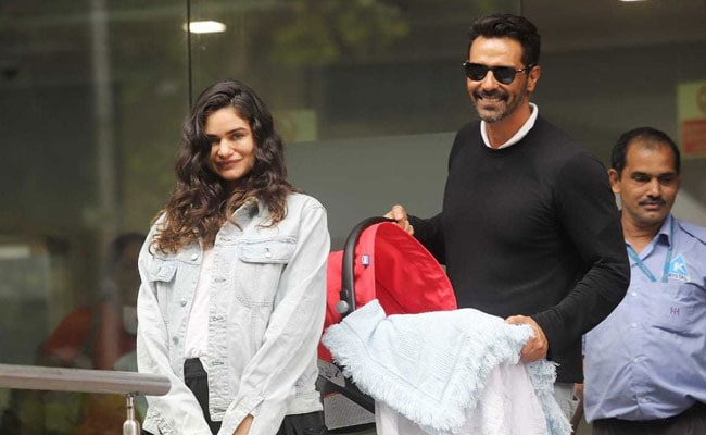 Arjun And Girlfriend Gabriella Demetriades Head Back Home With Their Baby