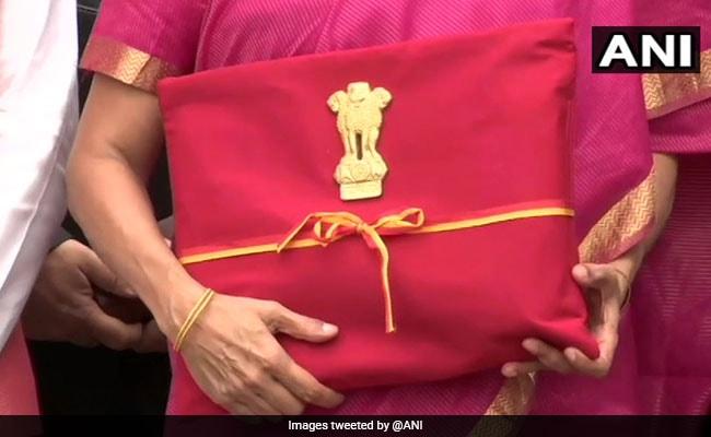 बजट दस्तावेजों को सूटकेस की जगह बस्ते में रखने पर PM मोदी ने क्या कहा?