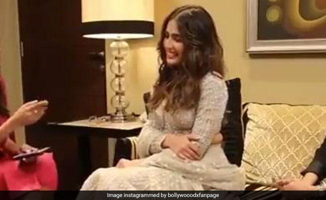 सारा अली खान से पूछा 'लव लाइफ' के बारे में तो शर्माते हुए यूं दिया जवाब, वायरल हुआ Video