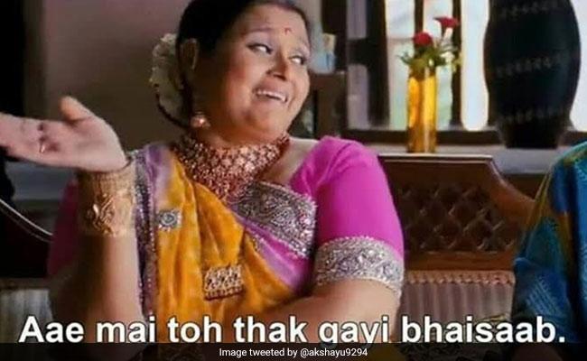 हेमा मालिनी ने सड़क पर लगाई झाड़ू, तो ट्रोलर्स बोले - 'उफ मैं तो थक गई', Video के साथ देखें मज़ेदार Memes