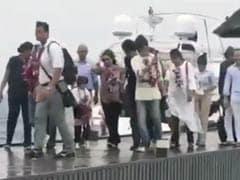 शाहरुख खान मालदीव की खूबसूरती को कर रहे थे कैमरे में कैद तो आर्यन और अबराम ने किया कुछ ऐसा, देखें Video