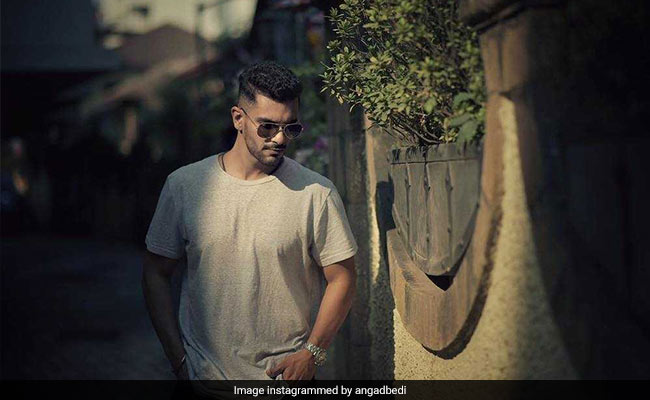Angad  Bedi Gets Cricket Coaching For Inside Edge 2