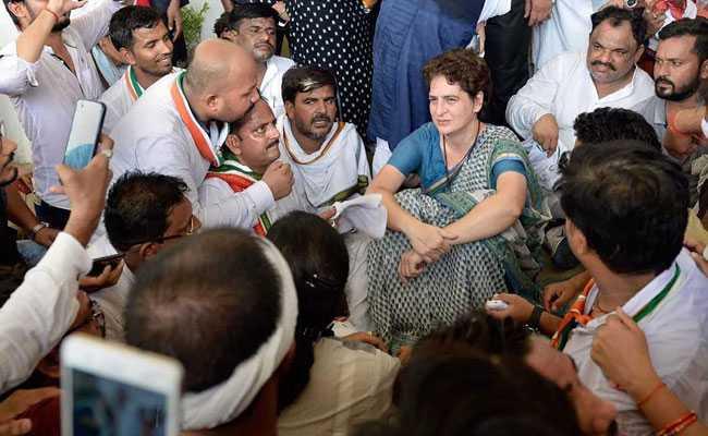 प्रियंका गांधी ने अर्थव्यस्था में सुस्ती को लेकर एक बार फिर मोदी सरकार पर साधा निशाना, कहा - आप अपनी जिम्मेदारी से...