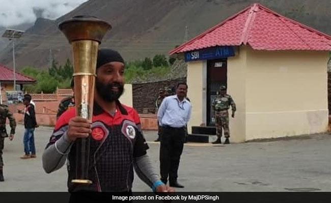 Major DP Singh, War Hero, Runs With Victory Flame On Kargil