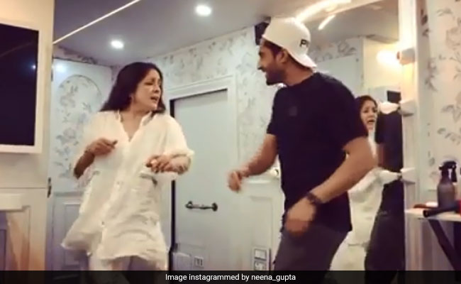 Neena Gupta Sings Nikle Current Like A Boss With Jassi Gill