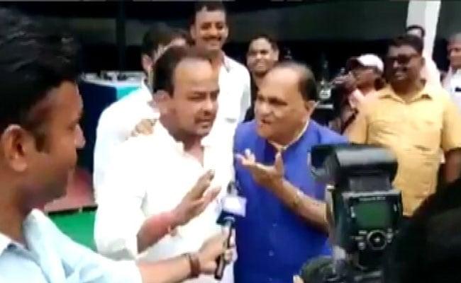 झारखंड में बीजेपी के मंत्री ने मुस्लिम विधायक से जबरन 'जय श्री राम' का नारा लगाने को कहा, देखें- Video