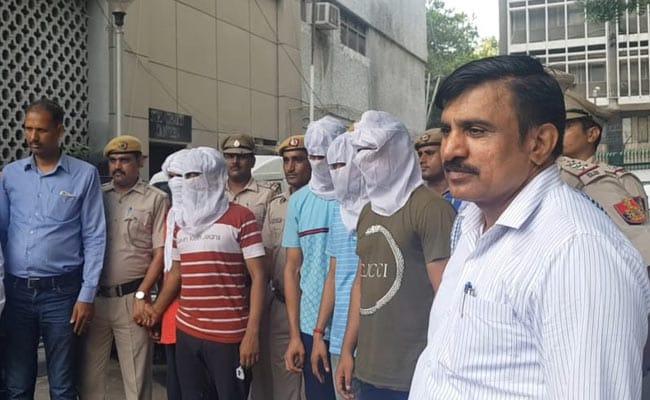 दिल्ली : कार में जा रही महिला प्रॉपर्टी डीलर पर गोलियां बरसाने वाले पांच आरोपी गिरफ्तार