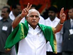 कर्नाटक कैबिनेट विस्तार: मंत्री ने गलती से ली मुख्यमंत्री पद की शपथ, तो CM येदियुरप्पा ने मुस्कुराते हुए लगाया गले