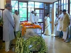 Sheila Dikshit's Last Rites Today, Leaders Visit Her Home To Pay Respects