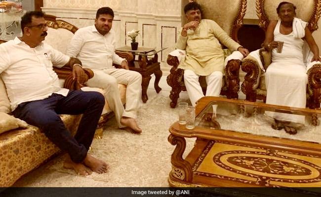 कर्नाटक संकट: डीके शिवकुमार की मेहनत रंग लाई, बागी विधायक एमटीबी नागराज ने दिया कांग्रेस से अलग ना होने का आश्वासन