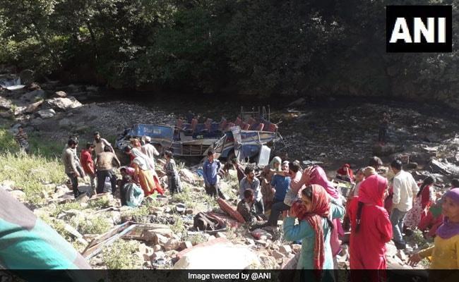 जम्मू-कश्मीर: किश्तवाड़ जिले में गहरी खाई में गिरी बस, 35 की मौत