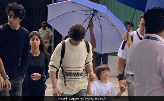 Shah Rukh Khan Arrives In Maldives With Kids Aryan, Suhana And AbRam Ahead Of The Lion King Release