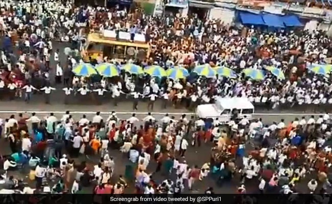 Incredible Video Shows Puri Rath Yatra Procession Make Way For Ambulance